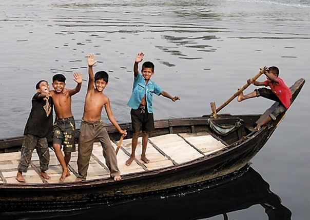 Playing on the river.jpg - Bangladesh - Meet the People Tours
