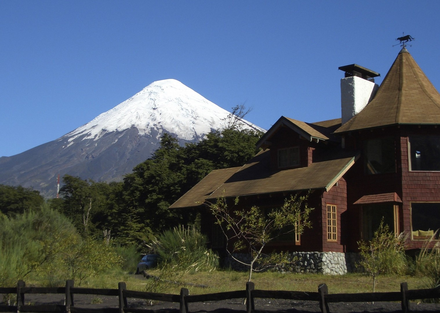Snow capped volcanoes.jpg - Chile - Meet the People Tours