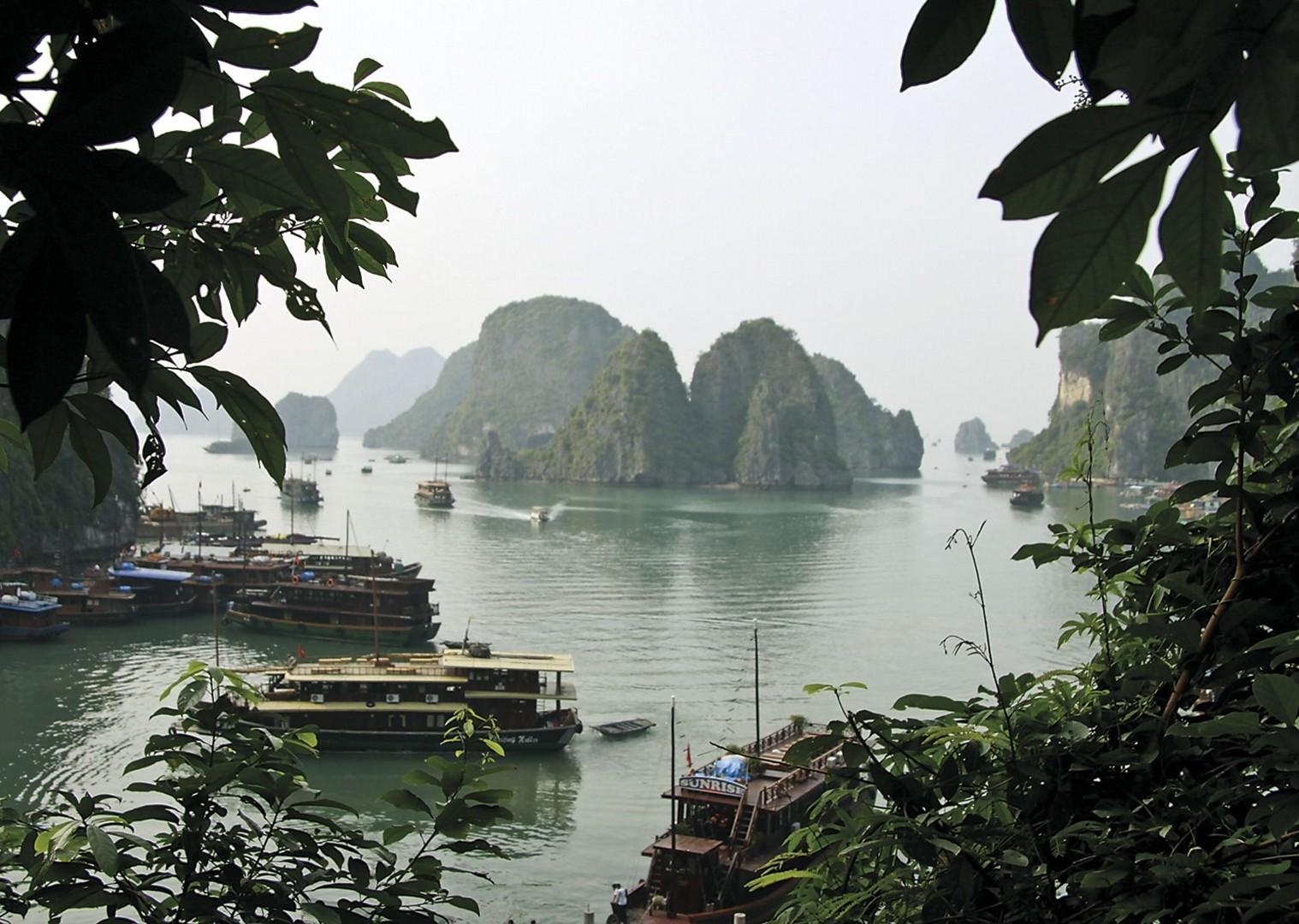 Halong Bay.jpg - Vietnam - Meet the People Tours