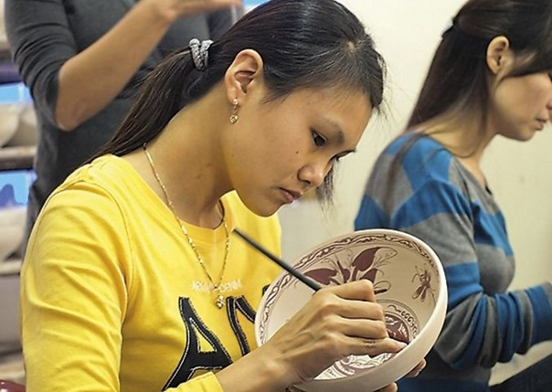 Painting Ceramics.jpg - Vietnam - Meet the People Tours