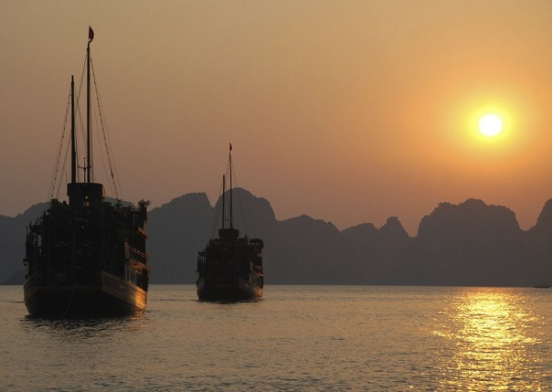 Sunset on Halong Bay.jpg - Vietnam - Meet the People Tours