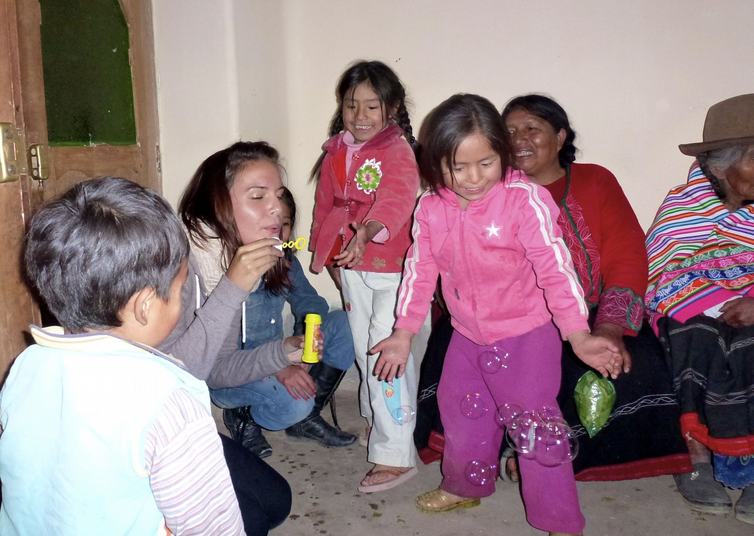 Meeting families.jpg - Inca Trails in Peru - Meet the People Tours