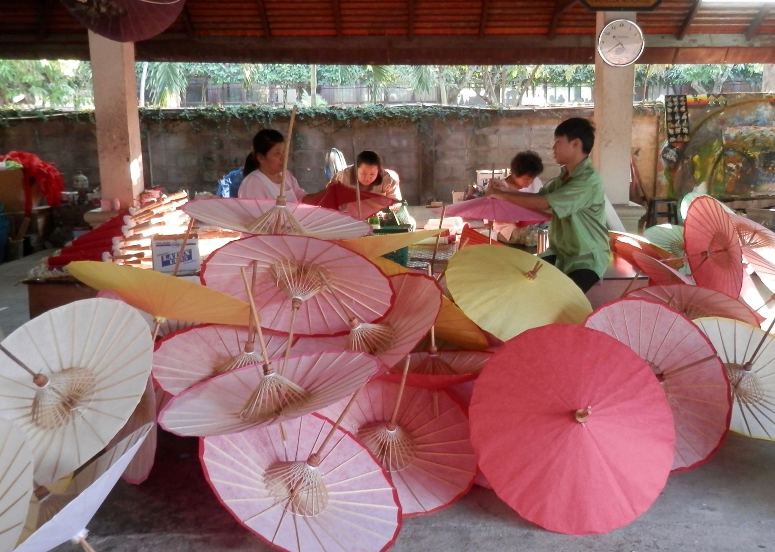 Thailand Parasol.jpg - Thailand - Meet the People Tours
